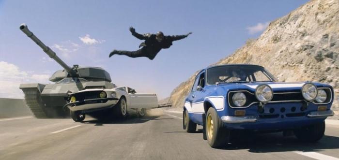 Roman (Tyrese Gibson) salta dalla sua Anvil Mustang 1969 sulla Ford Escort Mark 1, guidata da Paul Walker
